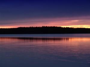 Postal: Reflejo del atardecer en el lago