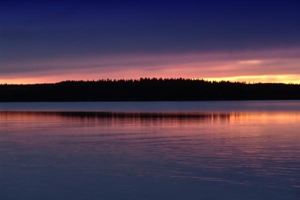 Reflejo del atardecer en el lago