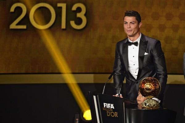 Cristiano Ronaldo emocionado al recibir el Balón de Oro 2013