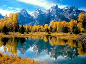 Los colores del otoño en el lago