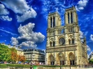 Día caluroso en la Catedral de Notre Dame (París)