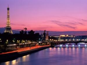 Postal: Noche en el río Sena, París