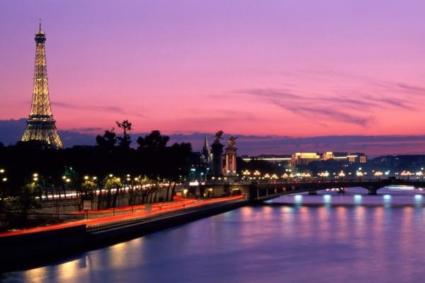 Noche en el río Sena, París