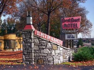 Postal: Entrada al motel