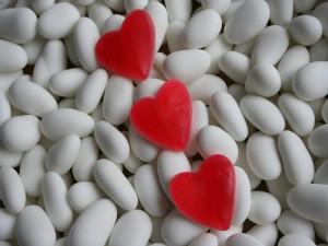 Tres corazones de caramelo