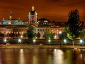 Postal: Vista nocturna del Mercado de Bonsecours, Montreal