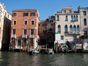 Postal: Reparaciones en las casas del canal