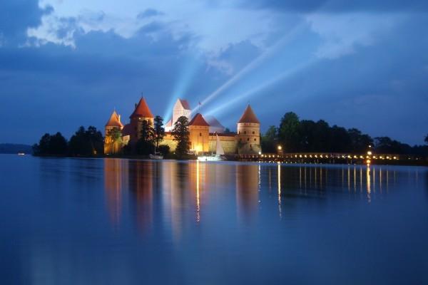 Noche en el castillo de Trakai, Lituania