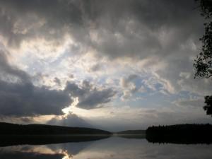 Las nubes cubren el cielo