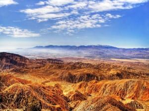 Montañas de color ocre