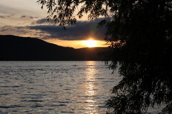 El sol en el lago
