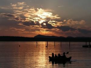Postal: Remando en el lago