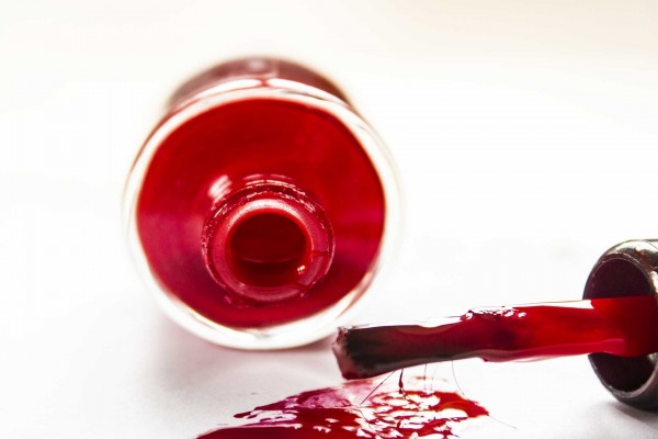 Barniz de uñas rojo