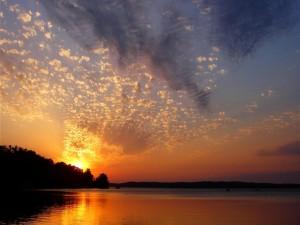 Pequeñas nubes en el cielo
