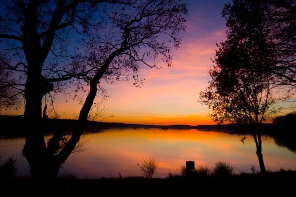 Lago visto al atardecer