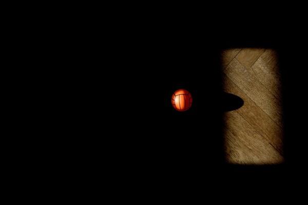 Balón en la sombra