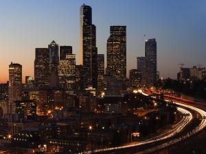 Rascacielos al caer la noche