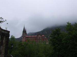 Postal: Niebla en la Basílica de Covadonga (Asturias, España)