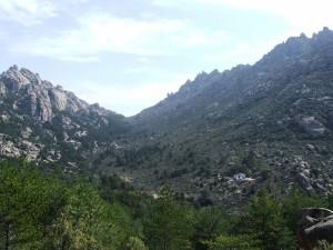 """Vista del refugio """"Giner de los Ríos"""", La Pedriza (Sierra de Guadarrama, Madrid)"""