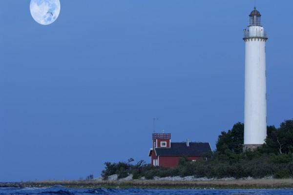 El faro y la luna