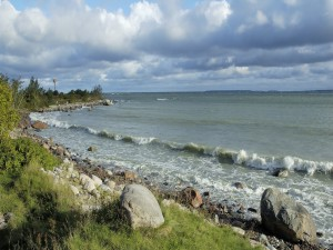 Piedras en la orilla del mar