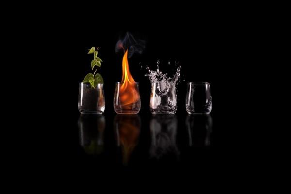 Vasos con los cuatro elementos