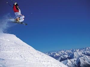 Esquiador y las montañas