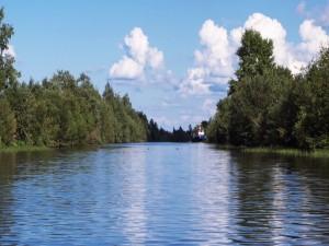 Postal: Barco en el río