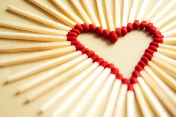 Cerillas formando un corazón