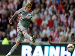Postal: Fernando Torres lanzando el balón