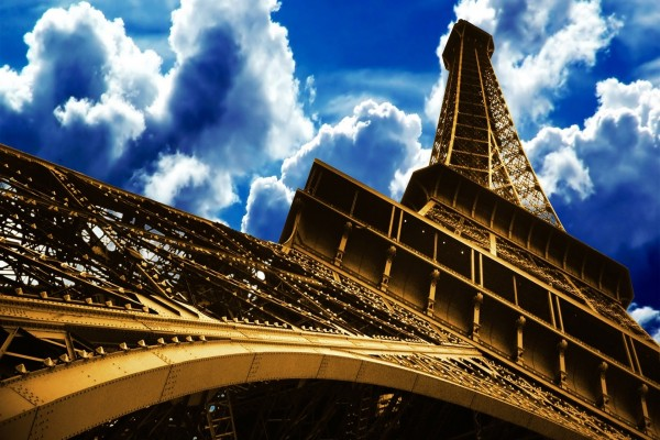 La Torre Eiffel y el cielo