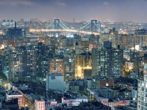 Postal: Puente iluminado en la ciudad