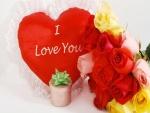 Rosas, joya y corazón para San Valentín