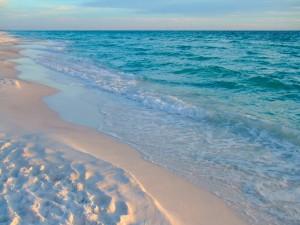 Postal: Arena, mar y cielo al atardecer
