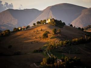 Postal: Casas en las colinas