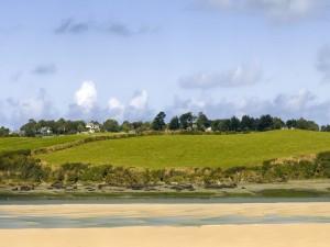 Casas cerca de la costa