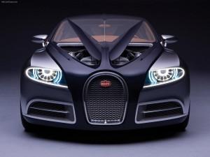 Postal: Bugatti con las luces encendidas