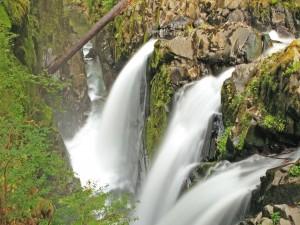 Postal: Vista aérea de las cascadas