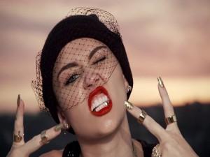 Miley Cyrus dorada