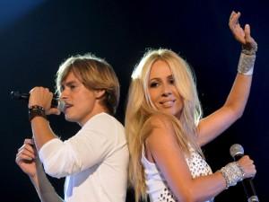 Postal: Carlos Baute y Marta Sánchez en el escenario