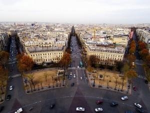 Postal: Carreteras con coches en la ciudad
