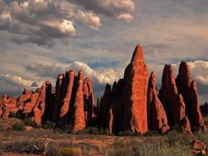Formaciones rocosas al atardecer