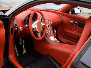 Interior rojo de un Bugatti Veyron