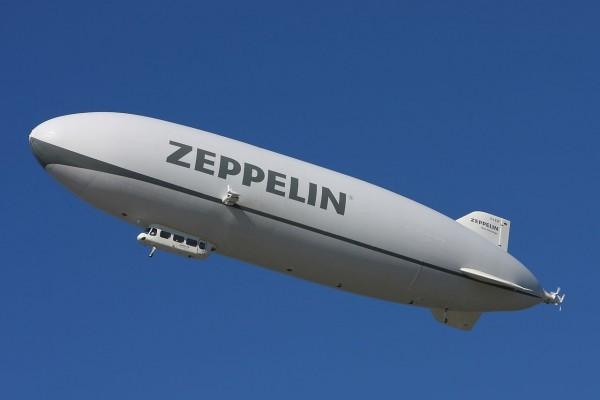 Zeppelin NT en un cielo azul
