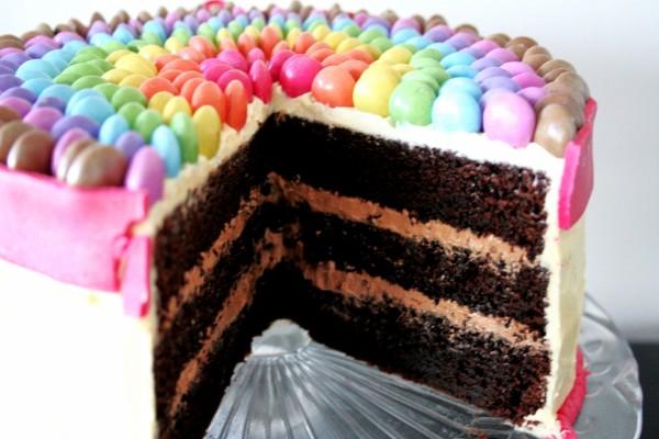 Colorida tarta de chocolate