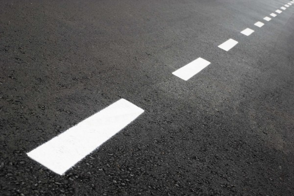 Líneas en el asfalto