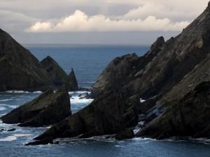Postal: El mar y las grandes rocas
