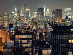 Postal: Edificios de la ciudad iluminados
