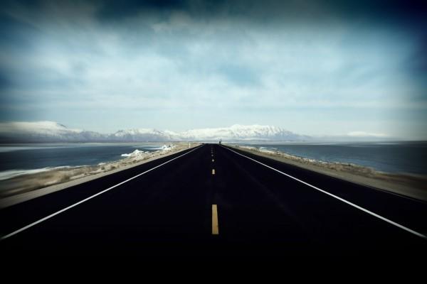Carretera en un frío lugar