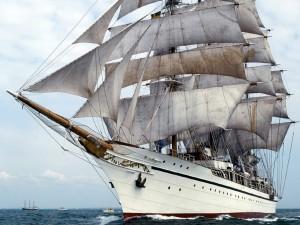 Postal: Gran velero en el mar